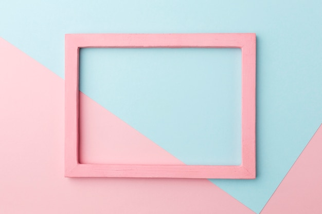 Flache lage des schönen rosa holzrahmenkonzepts