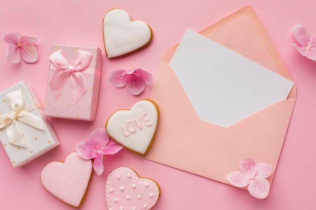 Flache lage des valentinstagskonzepts mit kopierraum