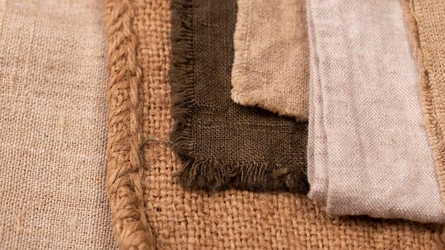 Flache lage einer monochromatischen auswahl an textilien