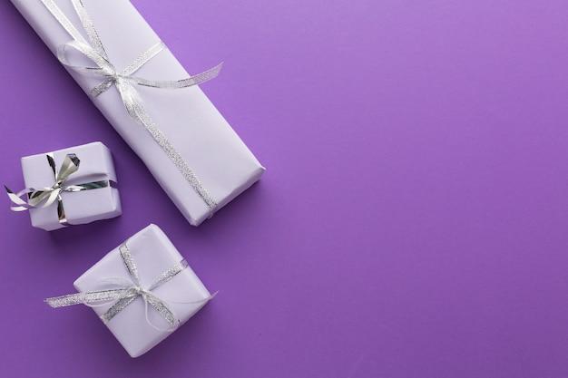 Flache lage eleganter geschenke mit platz zum kopieren