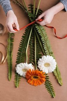 Flache lage herstellung blumen bouquet