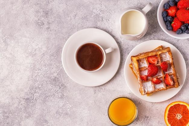 Flache lage köstlichen frühstücks mit kaffee