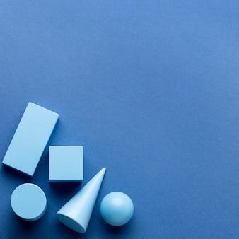 Flache lage minimalistischer geometrischer figuren mit kopierraum