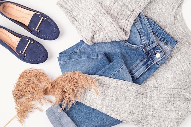 Flache lage mit bequemem warmem outfit für kaltes wetter