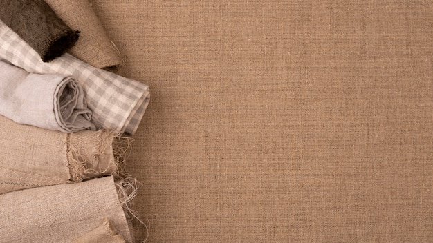 Flache lage monochromatischer textilvielfalt mit kopierraum