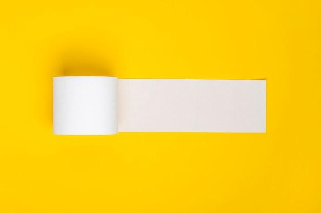 Flache lage toilettenpapier