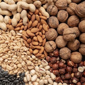 Flache lage verschiedener nüsse einschließlich mandeln