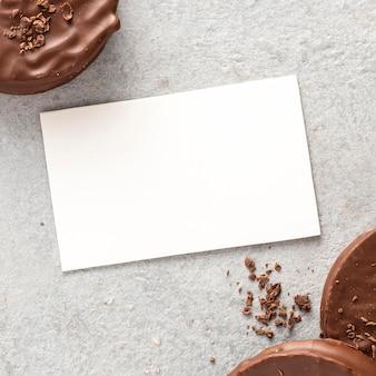 Flache lage von alfajores-keksen mit kopierraum