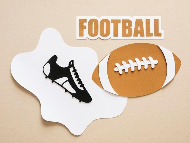 Flache lage von american football und sneaker
