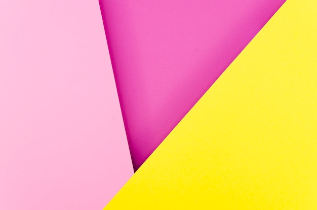 Flache lage von bunten geometrischen papierformen