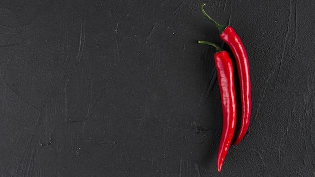 Flache lage von chili mit copyspace