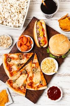 Flache lage von fast-food-mahlzeit