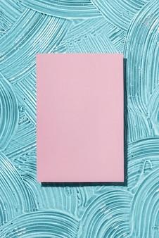 Flache lage von hydroalkoholischen gelflecken mit papier