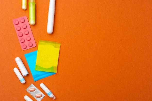 Flache lage von pads, tampons und pillen draufsicht