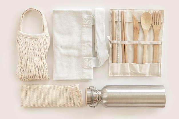 Flache lage von umweltfreundlichen accessoires