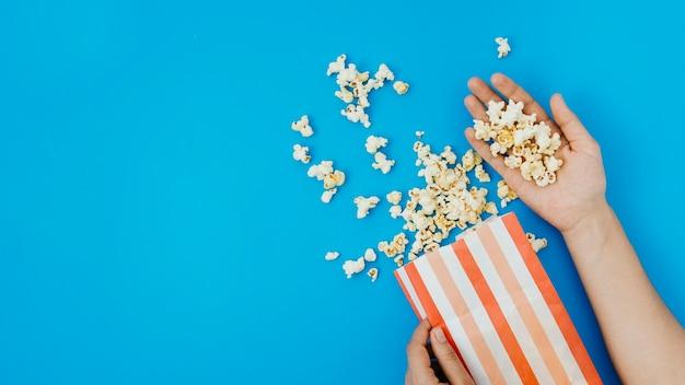 Flache lagepopcornzusammensetzung für kinokonzept