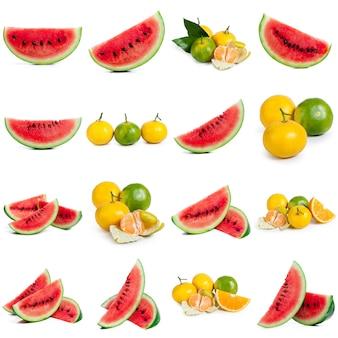 Flache lagezusammensetzung mit scheiben und samen der wassermelone auf farbhintergrund