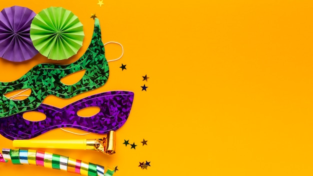 Flache laien mysteriöse karnevalsmasken kopieren raum