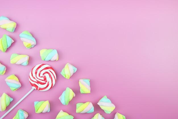 Flache laien süß candy lollipop marshmallow bunter rosa hintergrund