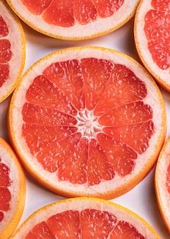 Flache leckere grapefruitscheiben