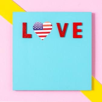 Flache liebesbriefe mit usa-flaggenherz und kopierraum