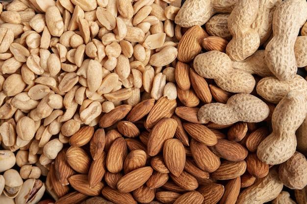 Flache mandellage mit erdnüssen