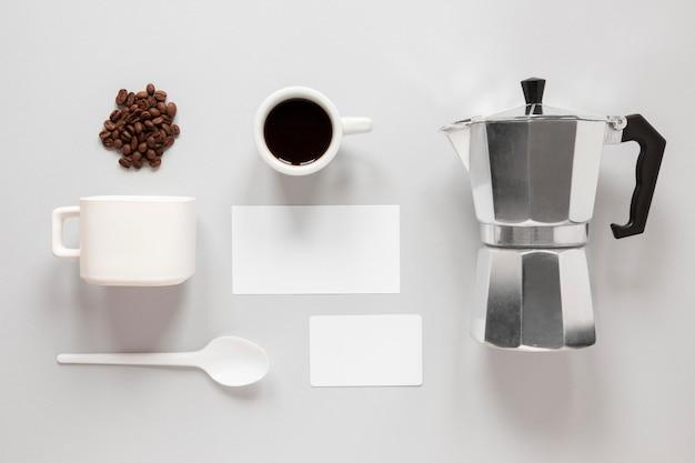 Flache, minimalistische kaffee-branding-komposition