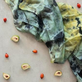 Flache natürliche pigmente in stoff legen