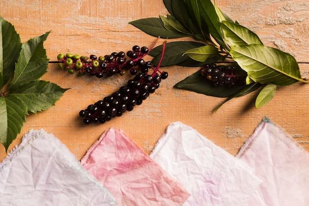 Flache sammlung natürlicher pigmentierter tücher