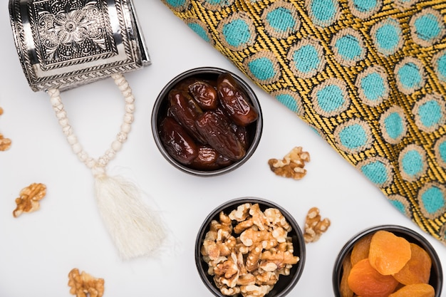 Flache snacks für den ramadan-tag