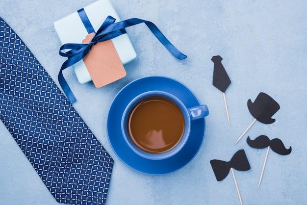 Flache tasse kaffee zum vatertag