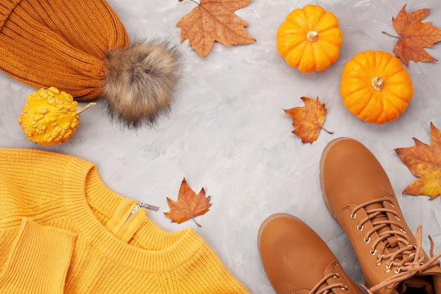 Flache verlegung mit angenehm warmem outfit für kaltes wetter. bequemer herbst, winterkleidungseinkauf, verkauf, art in der modischen farbidee