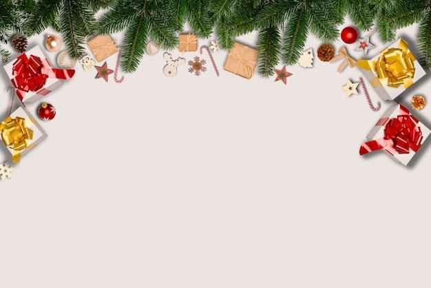 Flache weihnachtsdekoration mit kopienraum auf weißem hintergrund