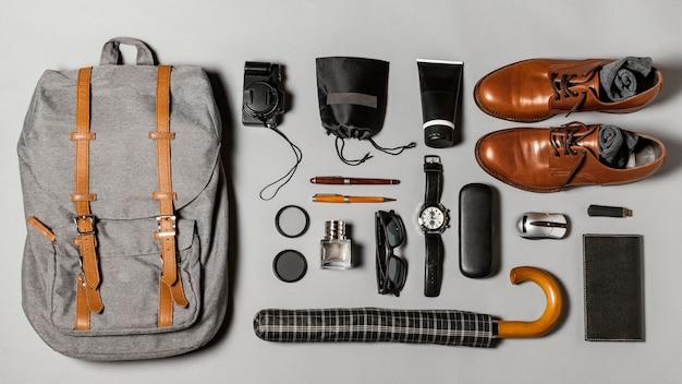 Flache zusammensetzung verschiedener reiseelemente