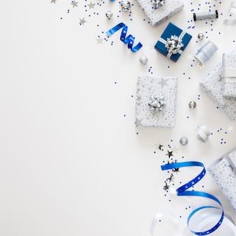 Flache zusammensetzung von verpackten geschenken
