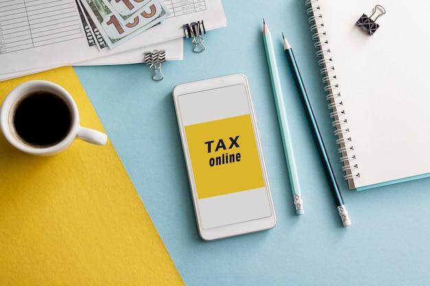 Flacher arbeitsplatz mit steuerzahlung online per smartphone