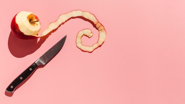 Flacher lagapfel auf rosa hintergrund