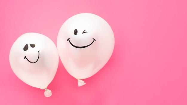 Flacher lagepartyrahmen mit ballonen und kopieraum