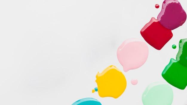 Flacher laienrahmen mit farbspritzen und kopieraum
