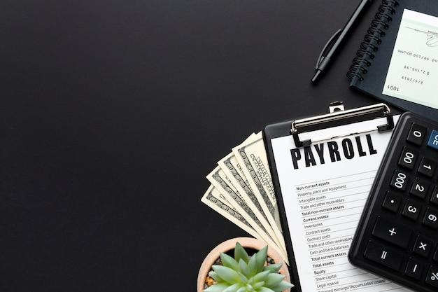 Flacher rahmen mit dokument und bargeld