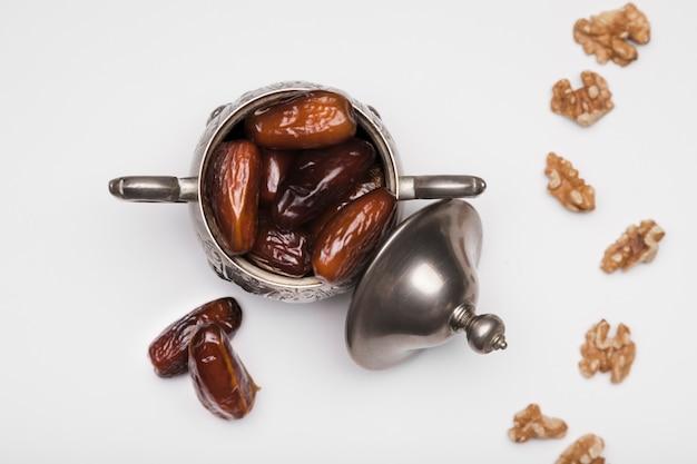 Flacher snack für die feier des ramadan-tages