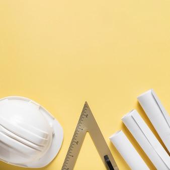 Flaches architekturprojekt mit unterschiedlichem werkzeugsortiment