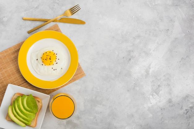 Flaches frühstückskonzept mit kopierraum
