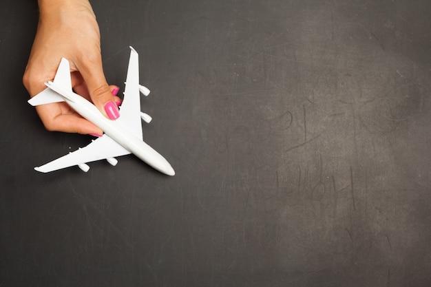 Flaches lagendesign des reisekonzeptes mit flugzeug
