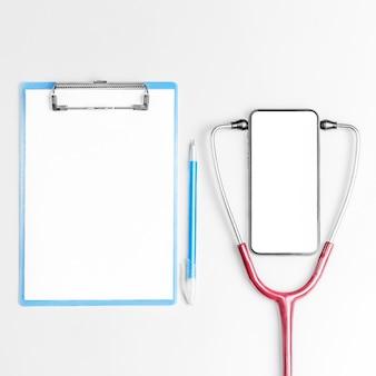Flaches laienfoto des online-medizinkonzepts