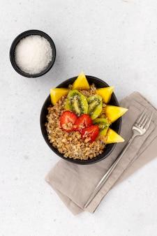 Flaches lay draufsicht gesundes lebensmittelfrühstückskonzept.