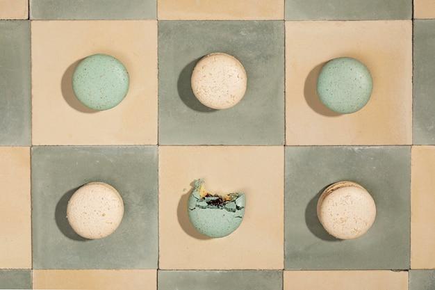 Flaches leckeres macarons-arrangement