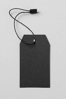 Flaches leeres leeres schwarzes etikett auf weißem hintergrund