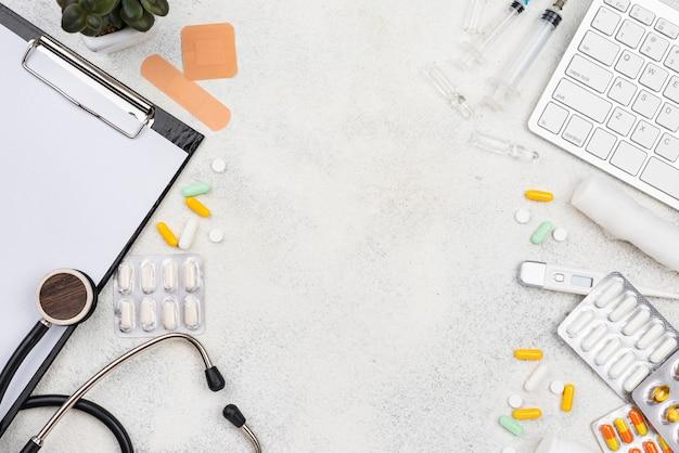 Flaches medizinisches elementsortiment mit kopierraum