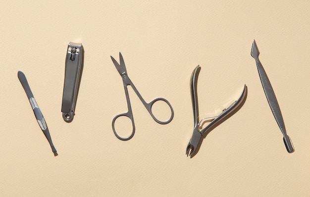 Flaches stillleben-sortiment an nagelpflegeprodukten